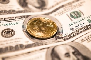 """Main differences between cryptocurrencies and """"fiat money"""""""